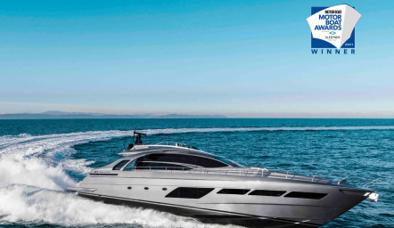 Pershing 8X winner at the Motor Boat Awards 2021 !